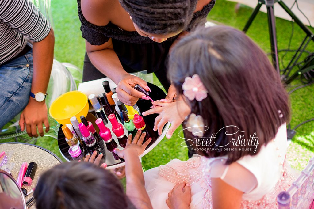 reeja's 7th birthday,sweetcr8ivity,durban party photographers, kiddies parties, cutest party on the block,mumtaz cocoa,ricco the clown, face painting, ballerina themed party, donut board,,tutus